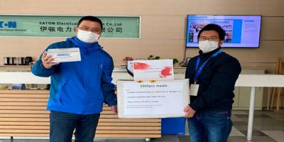 Eaton Ankara ekibi, Eaton Çin'e maske bağışında bulundu.